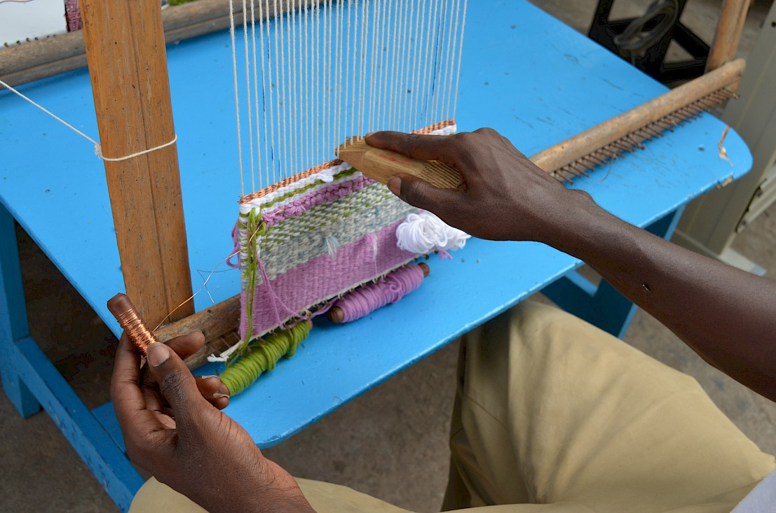 An artisan came with his tapestry loom to make a woven speaker